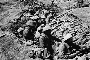 Vojaki v jarkih