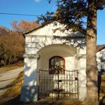 travel-slovenia-Lozarji-kapelica-view