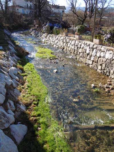 Potok Vrtovinšček v urejeni strugi