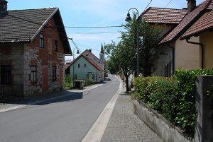 Glavna ulica - trg v vasi Stari trg